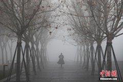 上海大雾弥漫 部分地区出现能见