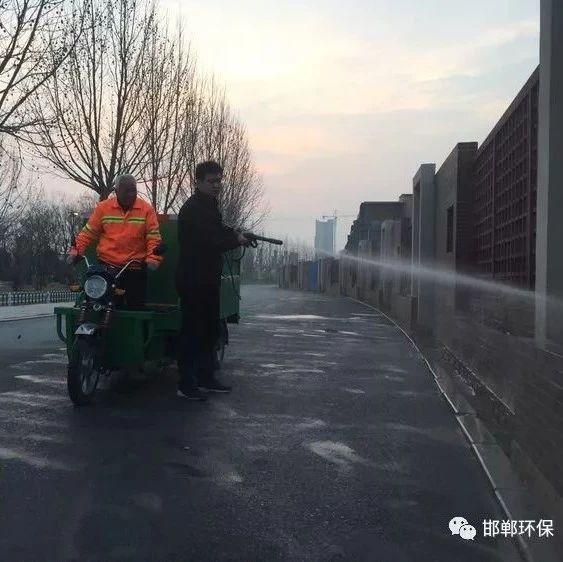 """邯郸市肥乡区喷洒""""道路抑尘剂"""" 助力"""