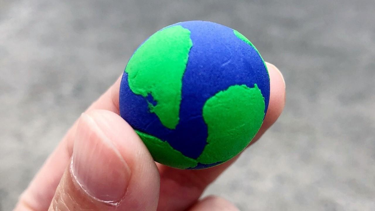 飞机上和空姐聊完垃圾之后,我想,是否应当邀请国航南航东航海航的董事长,来当彩色地球创始发起人?