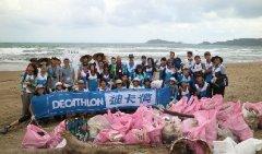惊见台风前后的垃圾沙滩 迪卡侬志工以