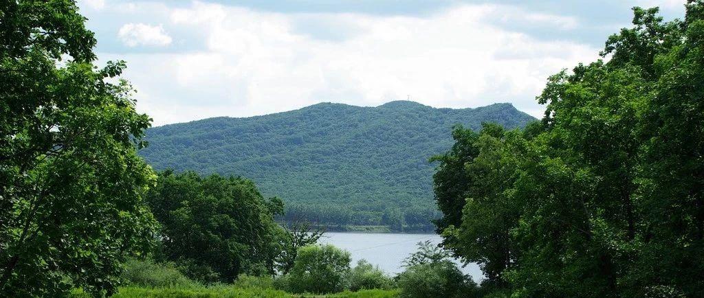 以创新驱动提升山水林田湖草系统治理能