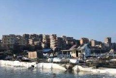 福建泉州市泉港区发生碳九泄漏 渔民损