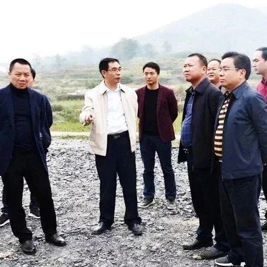 """""""邵阳市新邵养殖场排放粪水肆虐资江"""