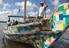 """世界第一艘废旧塑料制成的帆船""""拖鞋号""""扬帆远航"""