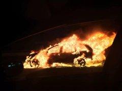 电动汽车自燃事故频发,该谁买单?