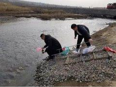 鄂尔多斯市生态环境局对乌兰木伦河出境断面进行同步采