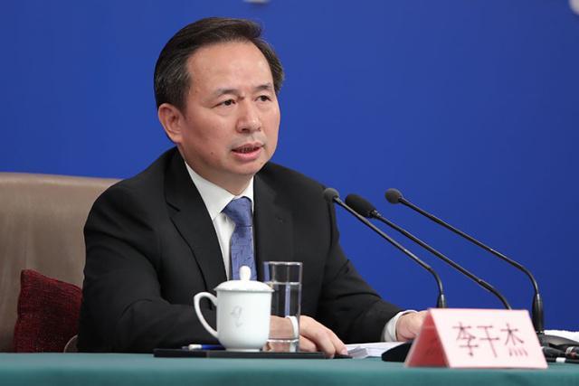 国际环保在线全体员工学习生态环境部李干杰部长答记者