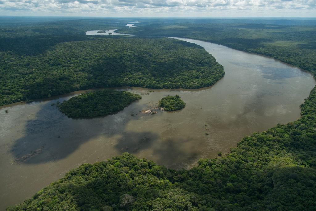 卫星照片显示亚马逊雨林水量年年降低 流失原因曝光