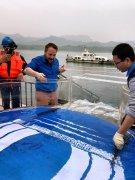 三峡:700尾中华鲟放归长江