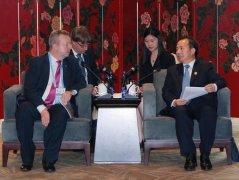 生态环境部部长分别会见捷克副总理兼
