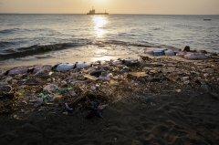 塑料瓶与瓶盖哪个更有价值?弃掉前必要做一个动作