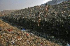 印度新德里垃圾场 恐将高过泰姬玛哈陵