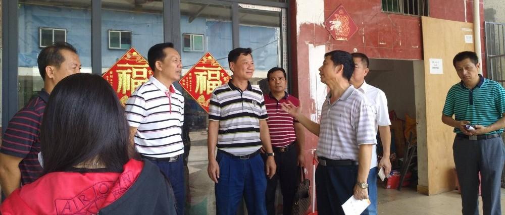 三亚市政协副主席、市级河长韦忠清带