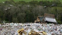 """""""世界垃圾第一国"""",小心把自己埋了!"""