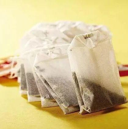 慎用塑料茶包泡茶!研究:或吞下数十亿颗微塑料