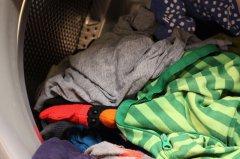 """耗水多污染大 洗衣机""""精细""""模式下会洗出更多微塑料"""