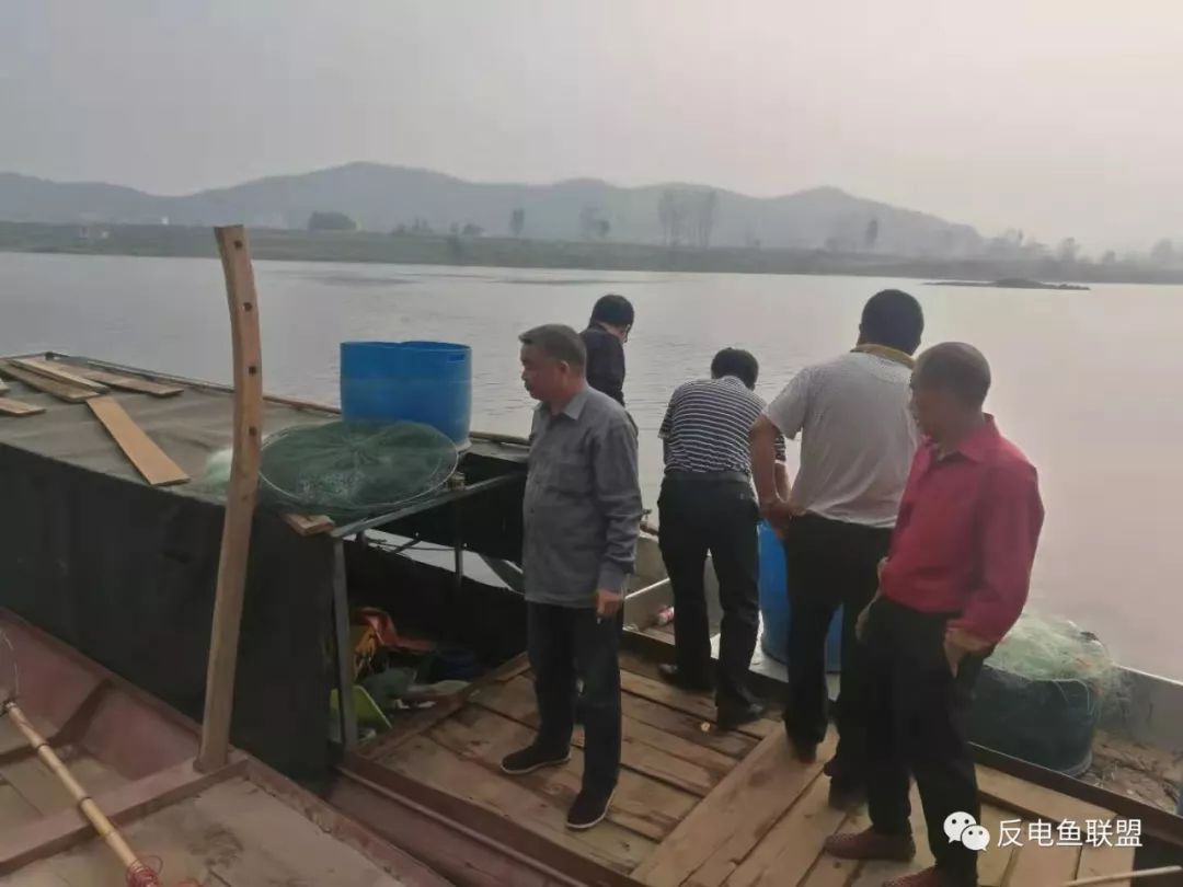 邵阳2名电鱼人被警方控制,志愿者彻夜不眠