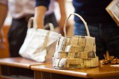 保护树木减少塑料 日本设计师回收旧报纸变身手提袋