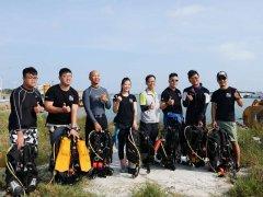 """台湾新竹市潜水员""""海底捞""""团队 年除200公斤海底垃圾"""