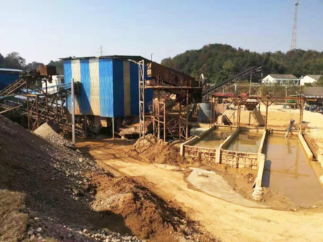 嚣张!衡阳砂场废水直排湘江 环保志愿者巡查突遭老板殴打
