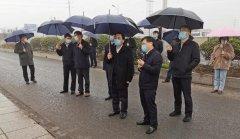 镇江市委书记马明龙冒雨调研全市生态
