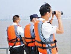 长江汉江武汉段全面禁捕首日,渔政公安联合在长江段巡视