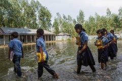 南亚数百万儿童遭受毁灭性洪灾 新冠大流行带来更多挑战