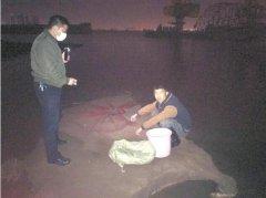 四人深夜江边非法捕鱼被抓现行 系《长