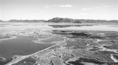 青海省在盐滩碧水中打造清洁能源产业高地