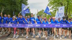 蓉城跑团齐聚跑出蔚蓝, 重塑运动自由
