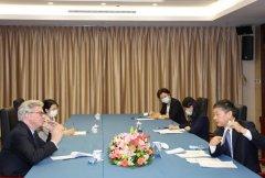 生态环境部部长黄润秋会见美国布鲁金斯学会名誉主席约